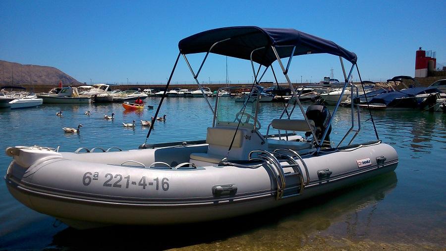 Location de bateau pneumatique sans permis à Porto Senso (Altea)